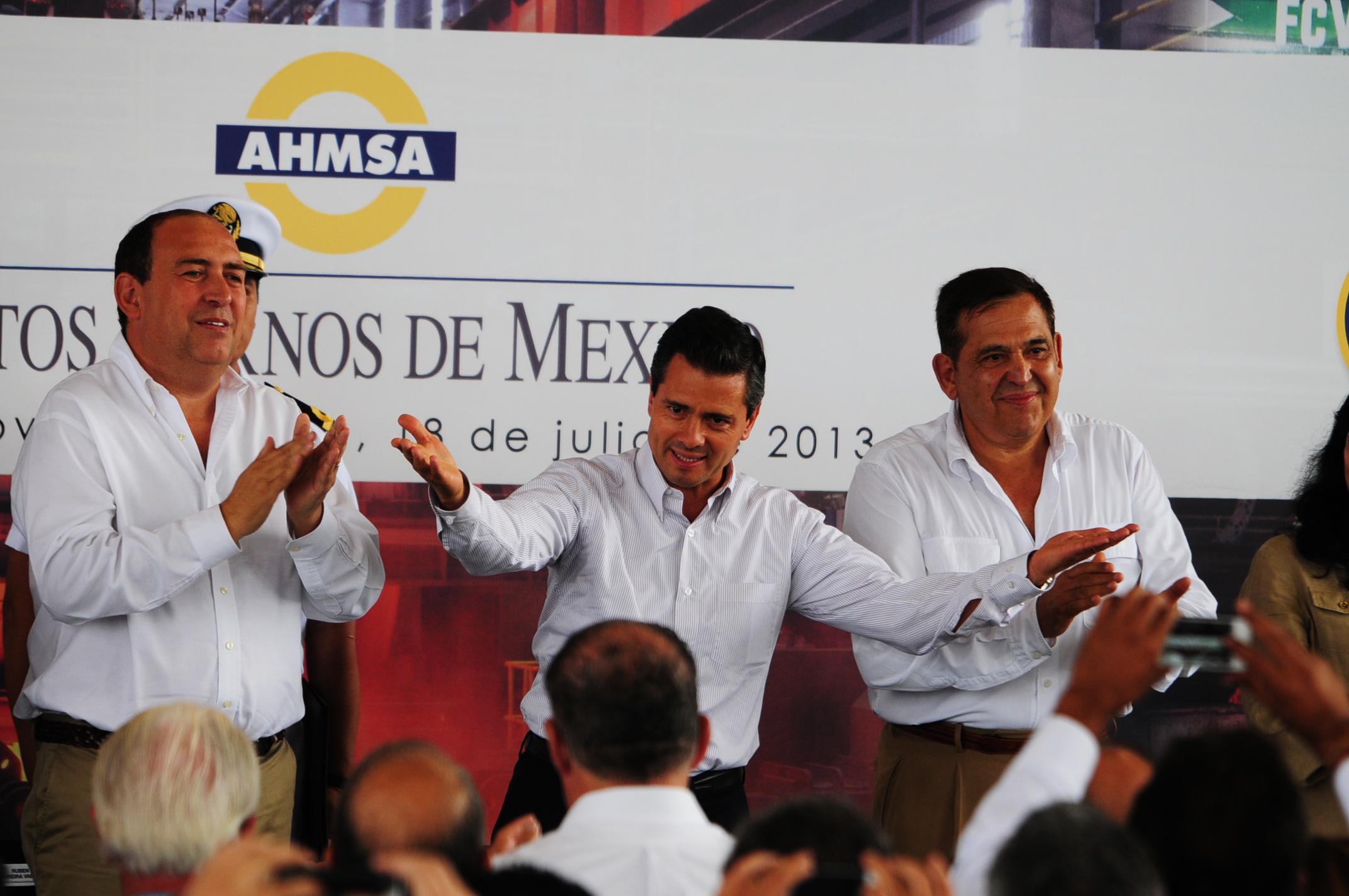 Ruben-Moreira-gobernador-de-Coahuila-el-presidente-Enrique-Pena-Nieto-y-Alonso-Ancira-presidente-de-Altos-Hornos-Foto-Procesofoto