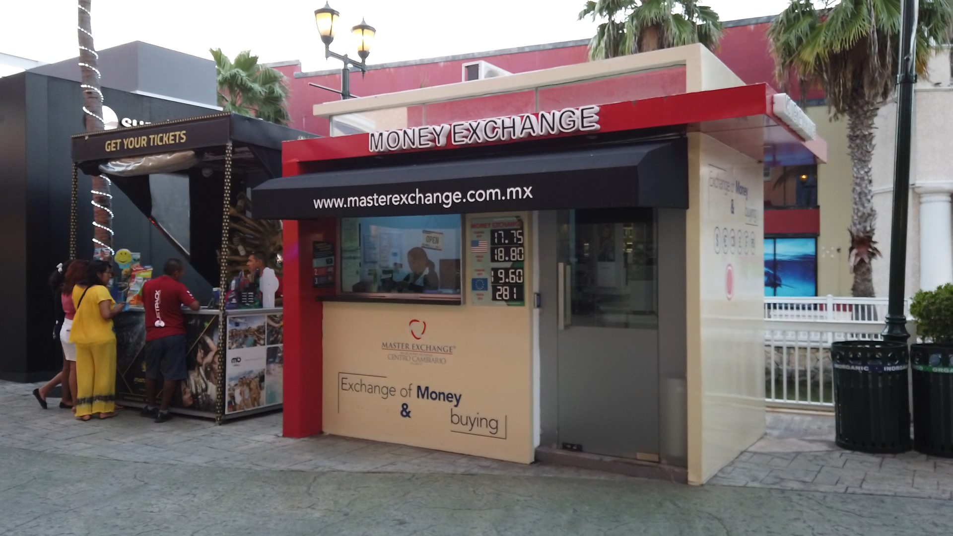 MONEYEXCHANGE 3 – La Isla Shopping Centre, Cancun (Crédito OCCRP)