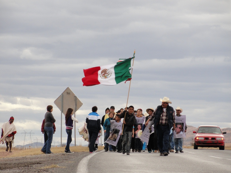 Jornadas por la Justicia en 2013 de Cuauhtémoc a Chihuahua, al frente va Alejandro Muñoz Veleta