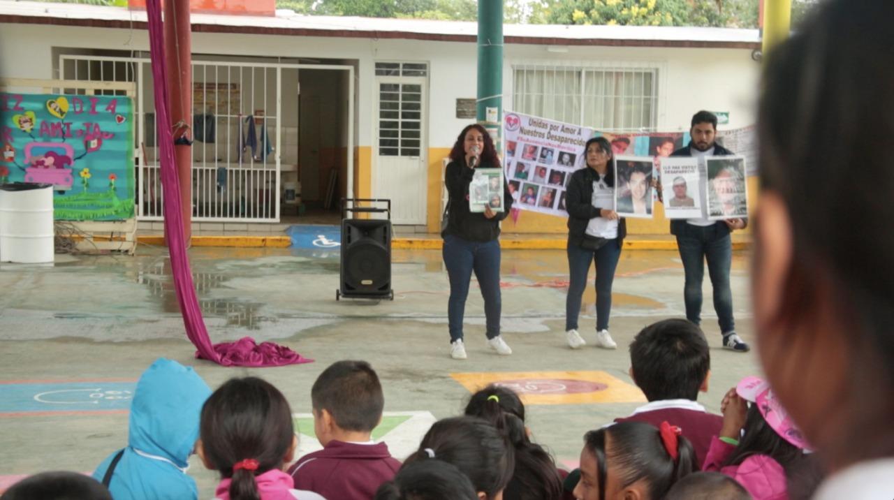 Mamás comparten su testimonio en escuela por Rodrigo Caballero
